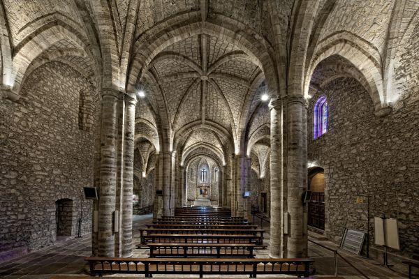 https://www.turismodecantabria.com/imagenes/PatrimoniosImagenes/F1E89583-C77B-AB56-3FCA-E1F91F269DC5.jpg/resizeMod/0/1200/Monasterio-de-Santo-Toribio.jpg